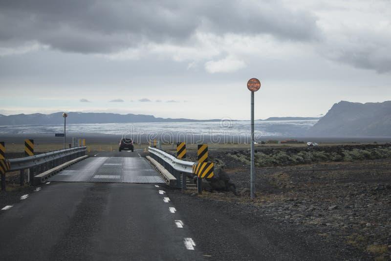 Route islandaise au cours de la saison d'?t? de pont photo libre de droits