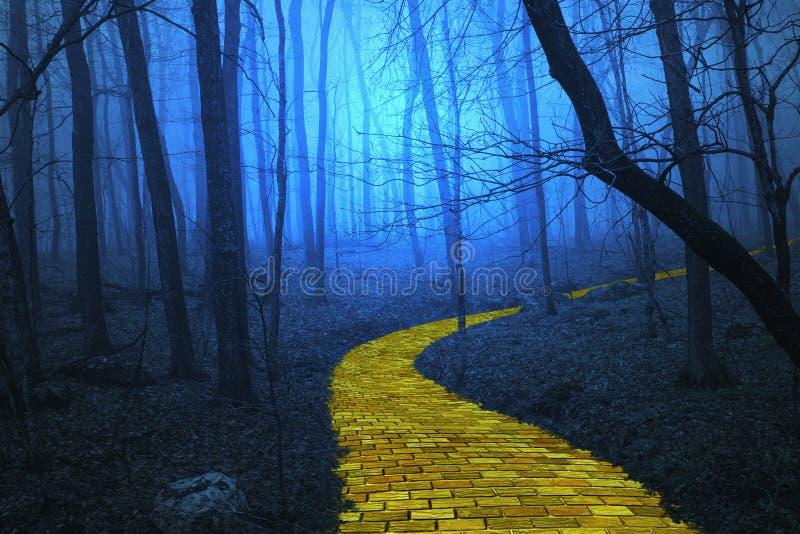 Route jaune de brique menant par une forêt fantasmagorique