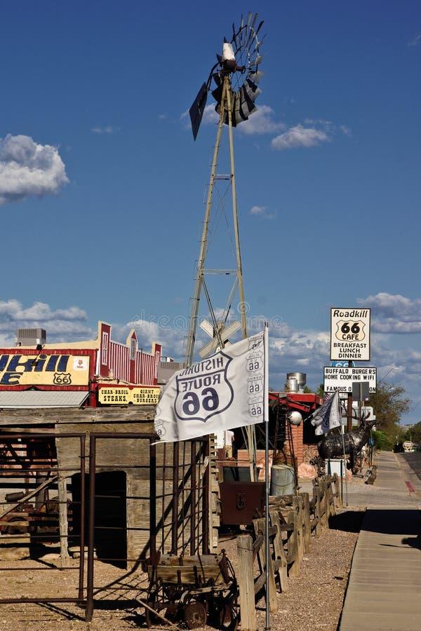 Route 66 kafébensinstation på sidan av vägen fotografering för bildbyråer