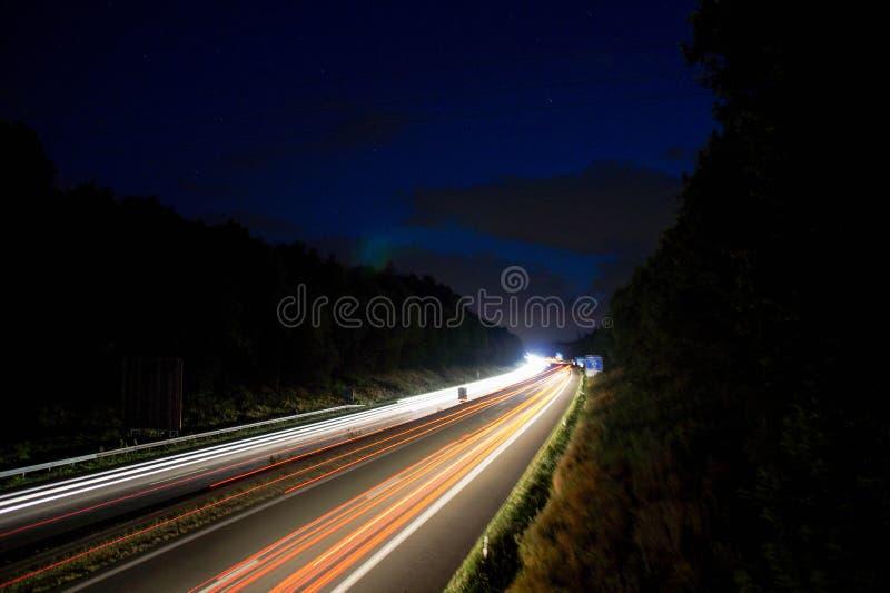 Route la nuit images stock