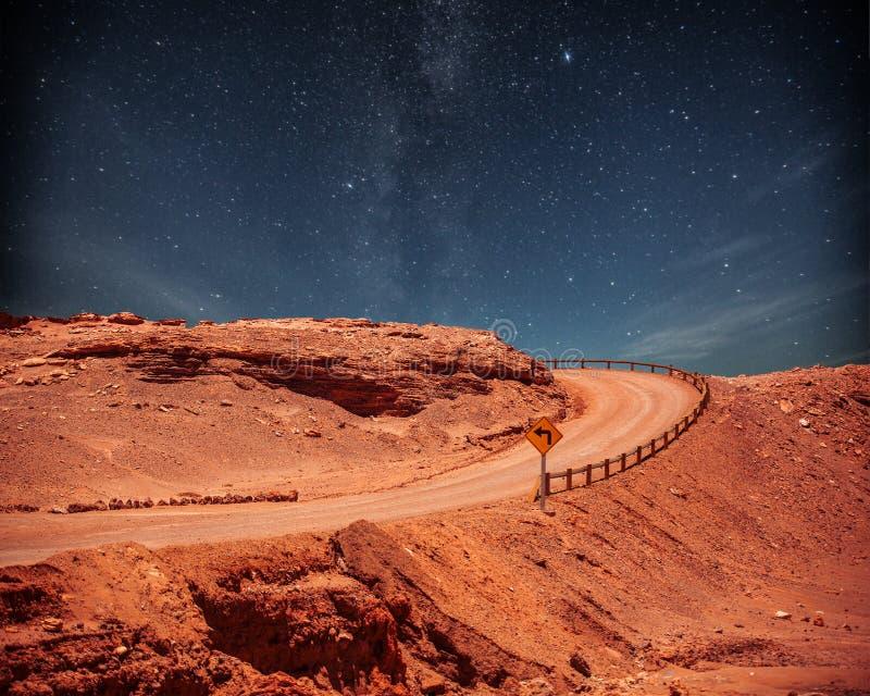 Route la nuit photos libres de droits