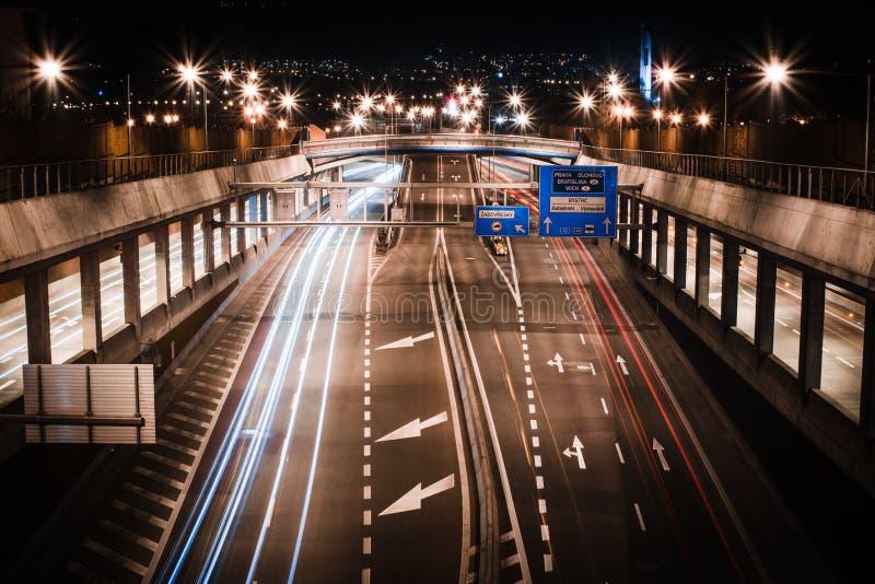 Route la nuit photo libre de droits