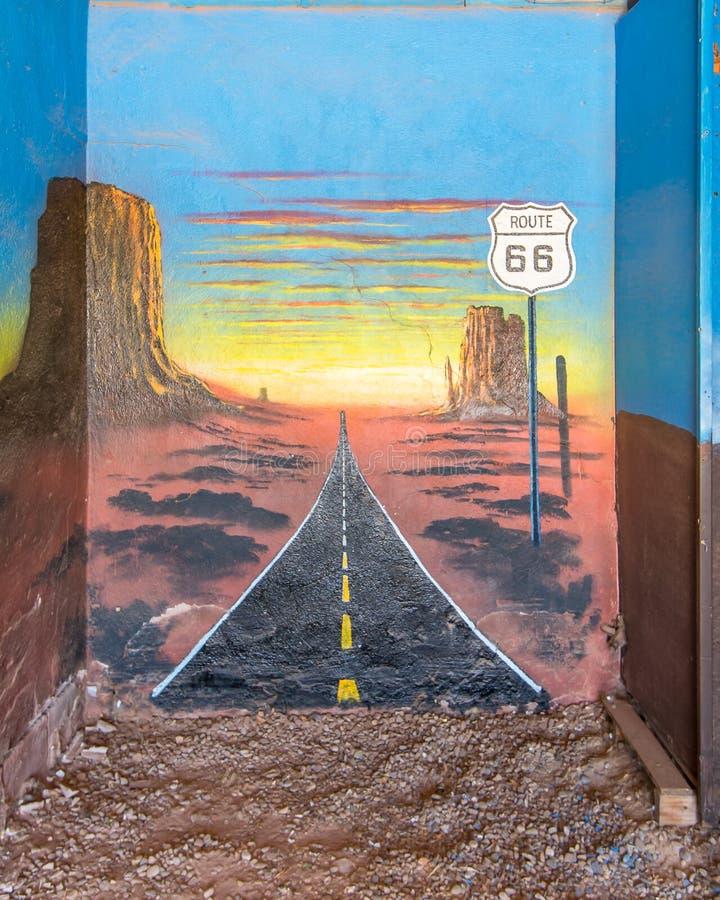 Route 66 : La peinture murale dépeint le titre occidental, le motel bleu d'hirondelle, nanomètre photo libre de droits