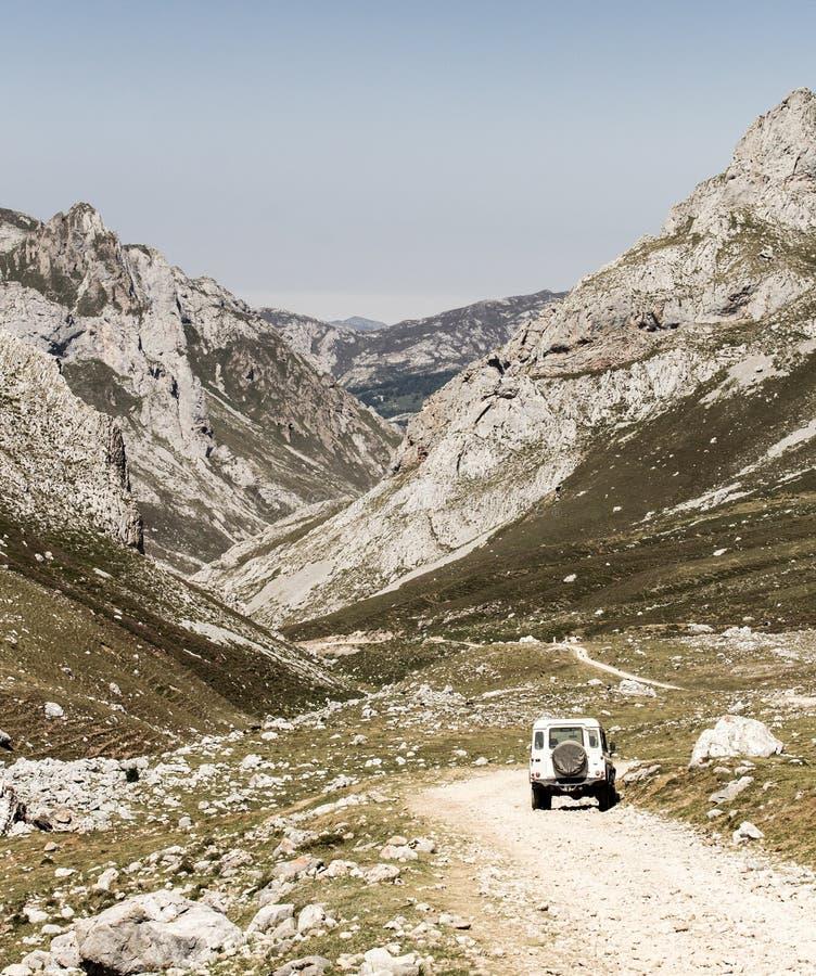 Route le long des montagnes 3 photo stock