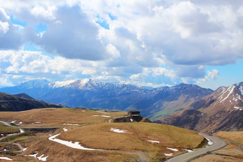 Route militaire géorgienne, montagnes de Caucase, photos libres de droits