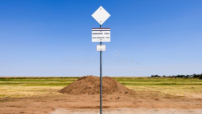 Route 66 -Mittelpunktzeichen lizenzfreie stockfotografie