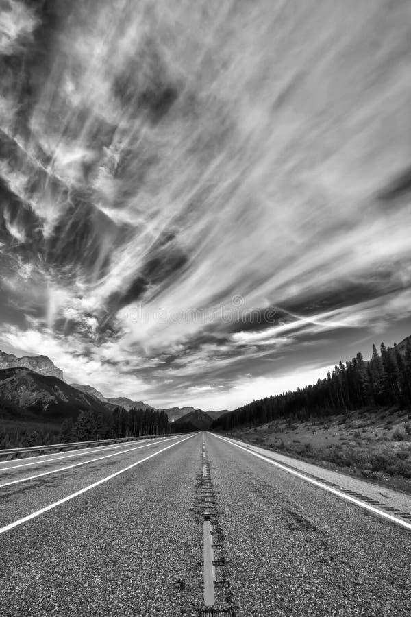 Route monochrome dramatique photos stock