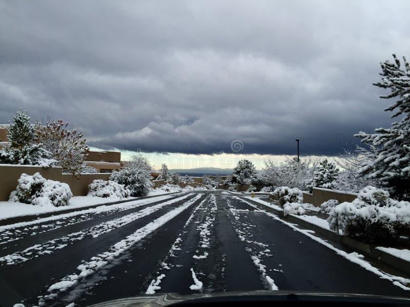 Route neigeuse de matin images stock