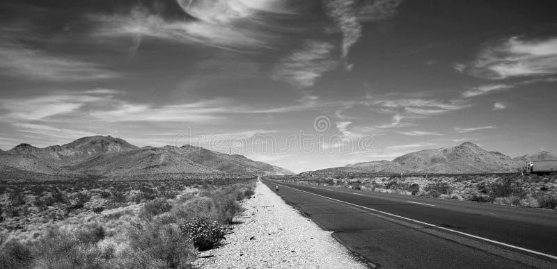 Route noire et blanche photos libres de droits