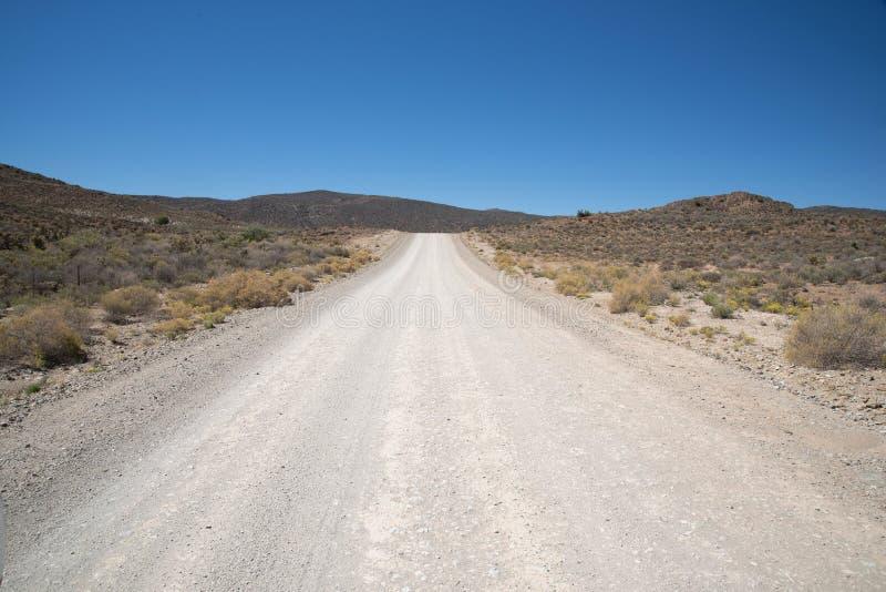 Route ouverte et abandonnée de gravier images libres de droits