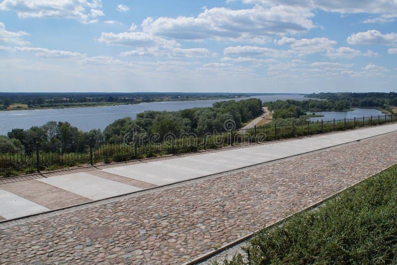 Route pédestre au sommet de la colline à Plock en Pologne images libres de droits