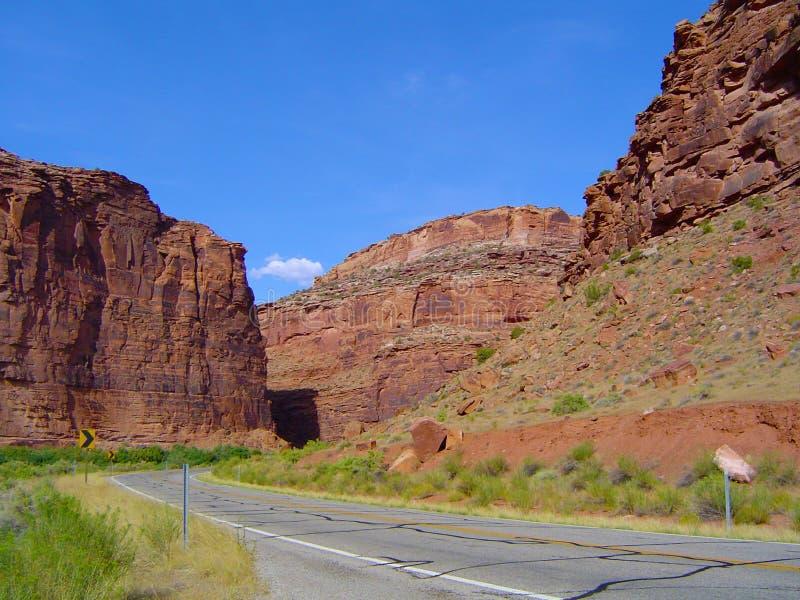 Route par des canyons image libre de droits