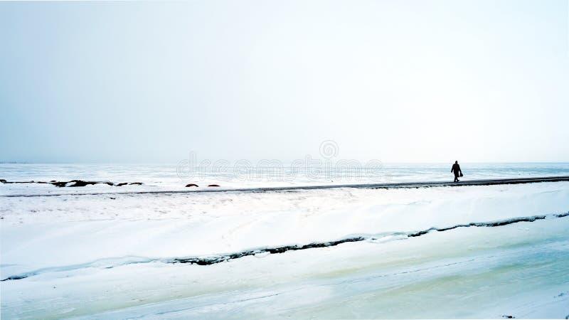 Route par la baie congelée photographie stock libre de droits