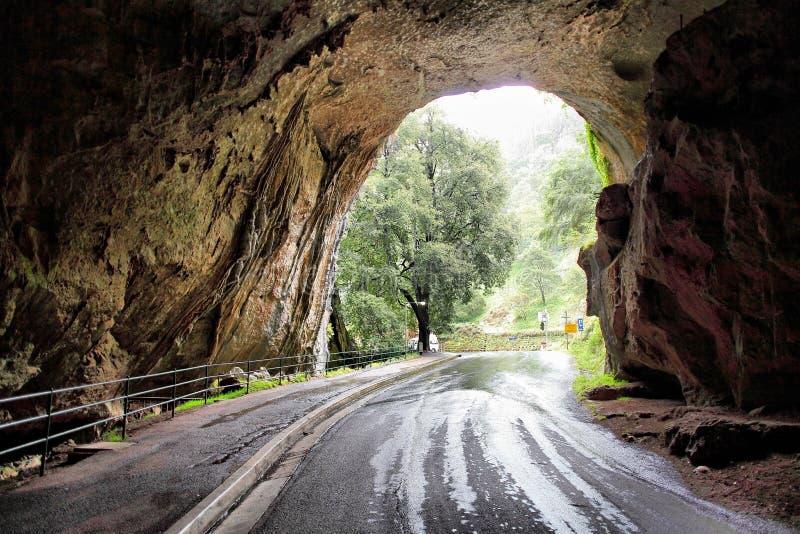 Route par la caverne grande de voûte image libre de droits