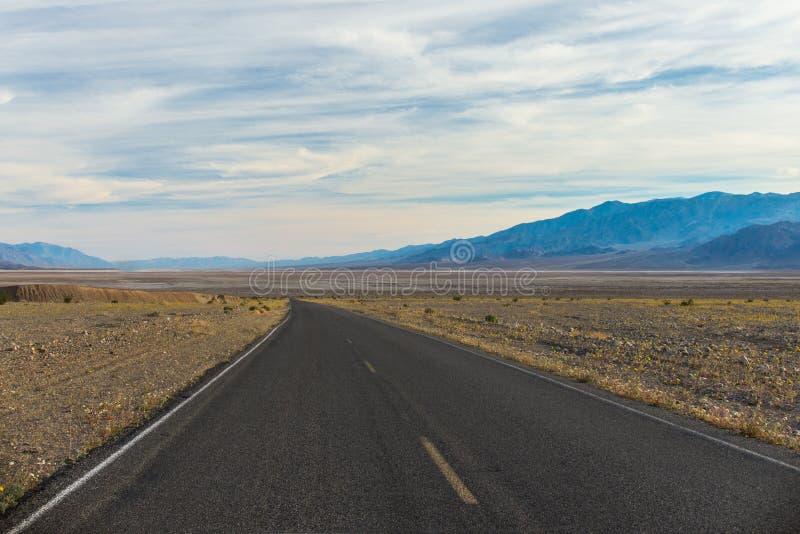 Route par le désert de Mojave photo libre de droits