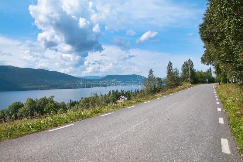 Route par le lac photos stock