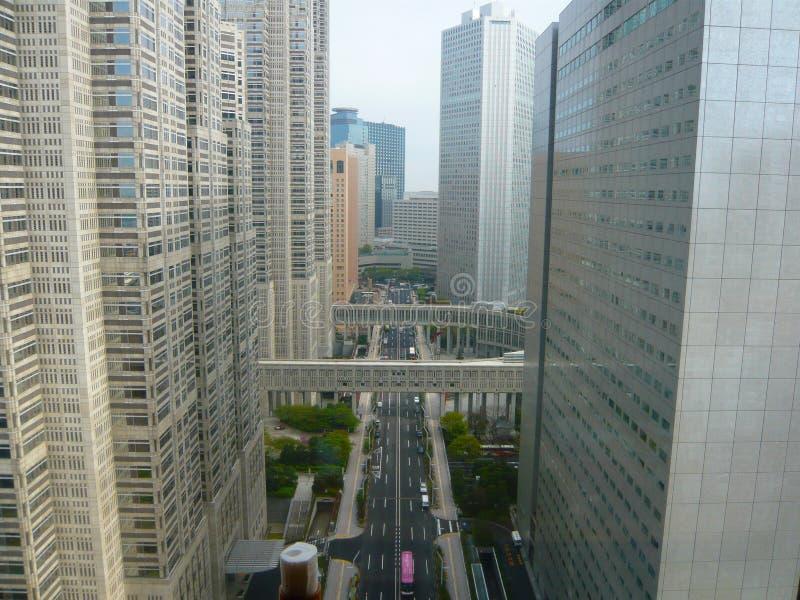 Route par le shinjuku de perspective de bâtiment images libres de droits