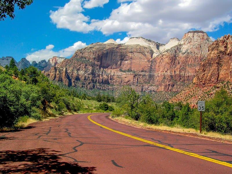Route par Zion National Park, Utah, U S a image libre de droits