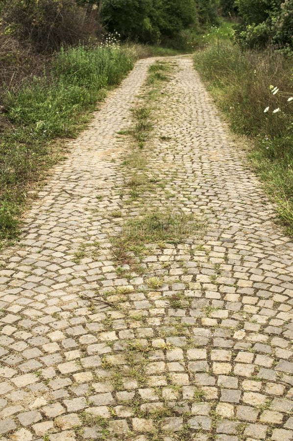 Route pavée vieille par pierre images stock