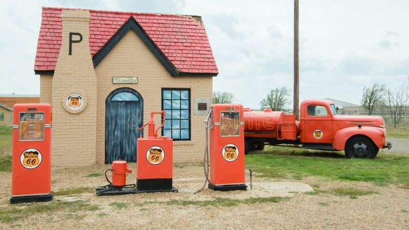 Route 66: Posto de gasolina de Phillips 66, McLean, TX fotografia de stock