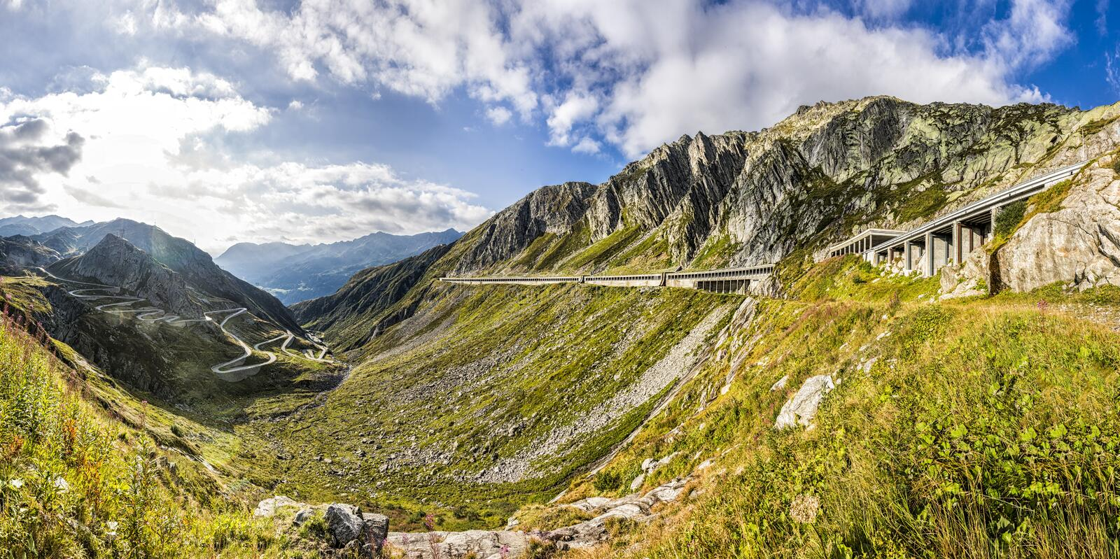 Route pour passer Gotthard photo libre de droits