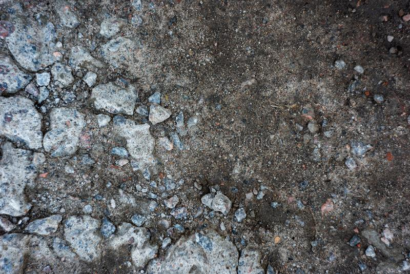 Route provinciale avec les pierres et la terre image libre de droits