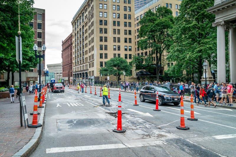 Route réparant à Boston, croisement des rues de Tremont et de balise, le Massachusetts Etats-Unis le 30 juillet 2017 image stock