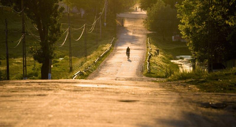 Route rurale au coucher du soleil image libre de droits