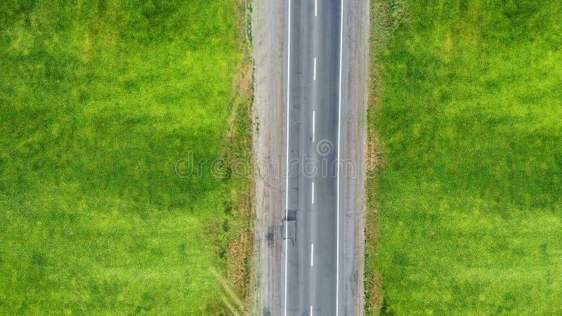 Route rurale d'asphalte vide de route Vue sup?rieure image stock