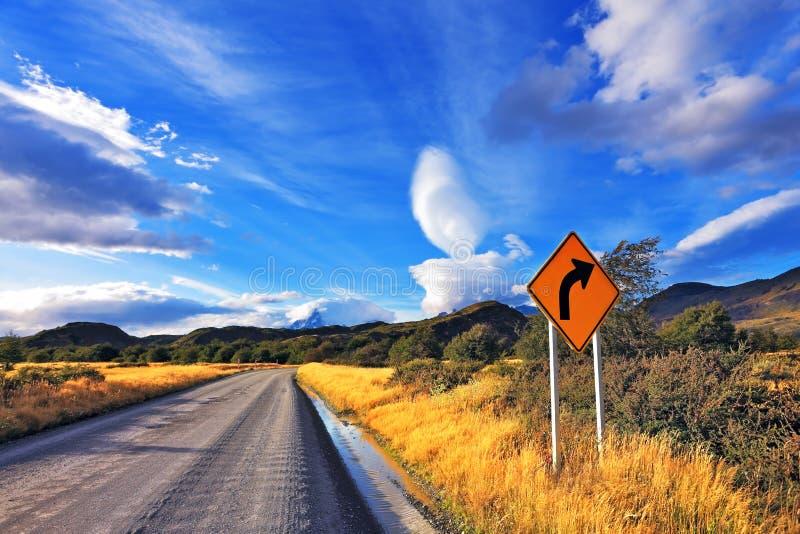 Route sans fin dans le Patagonia images libres de droits