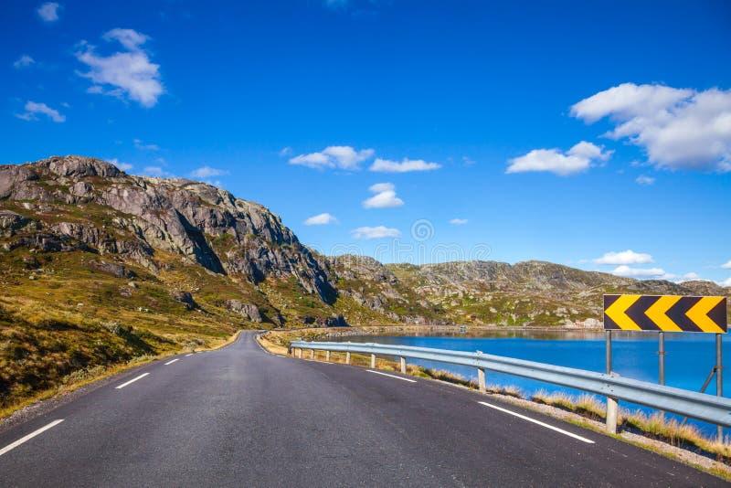 Route scénique de montagne en Norvège Scandinavie images stock