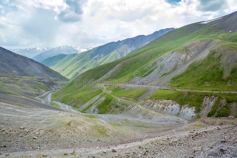 Route serpentine. Vue de passage de Kegety photo libre de droits