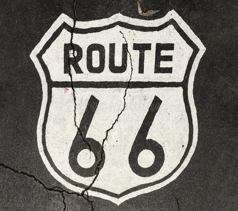 Route 66 tecken på gatan arkivbilder