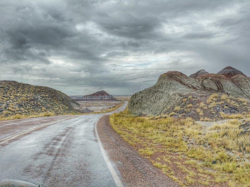 Route 66 till och med det västra royaltyfria foton