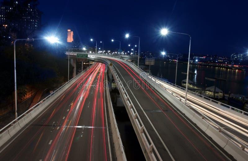 Route urbaine la nuit photos libres de droits