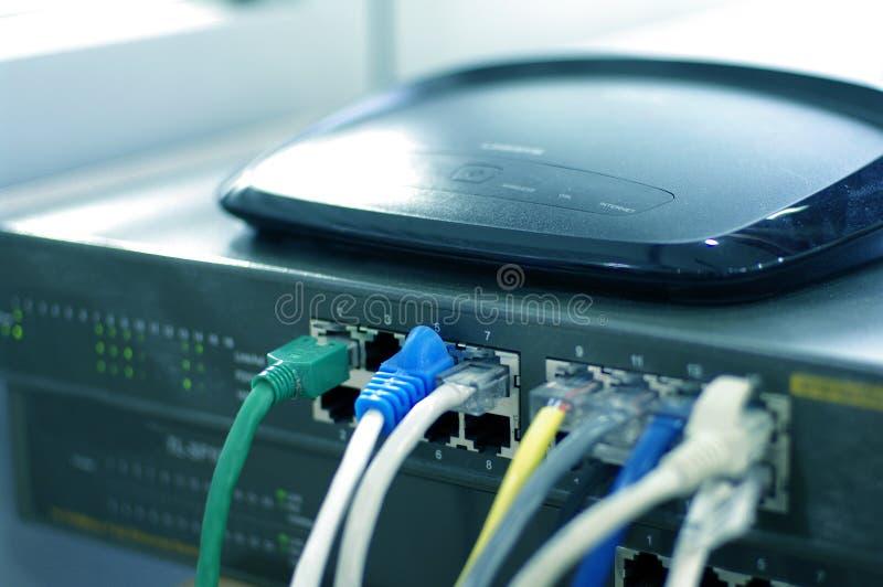 Router med kabeltrådar royaltyfria foton