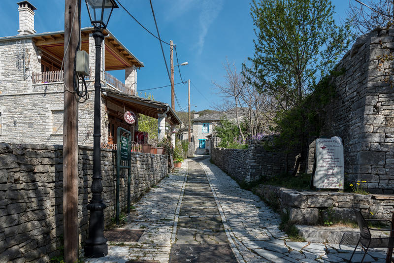 Routes de Monodendri dans Zagori central, Graace photographie stock
