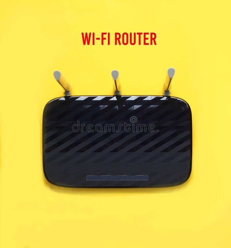 Routeur noir de Wi-Fi de Trois-antenne images libres de droits