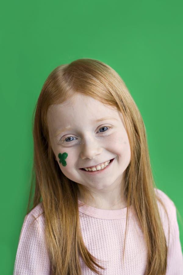 Roux irlandais de sourire photos stock