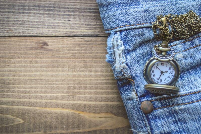 Rova i fick- gamla Jean på träbakgrund arkivfoto