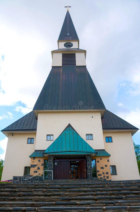 Rovaniemi kyrka i sommar, finlandssvenska Lapland, Finland Rovaniemi, finlandssvenska Lapland, Finland: Rovaniemi kyrka i summ royaltyfria foton