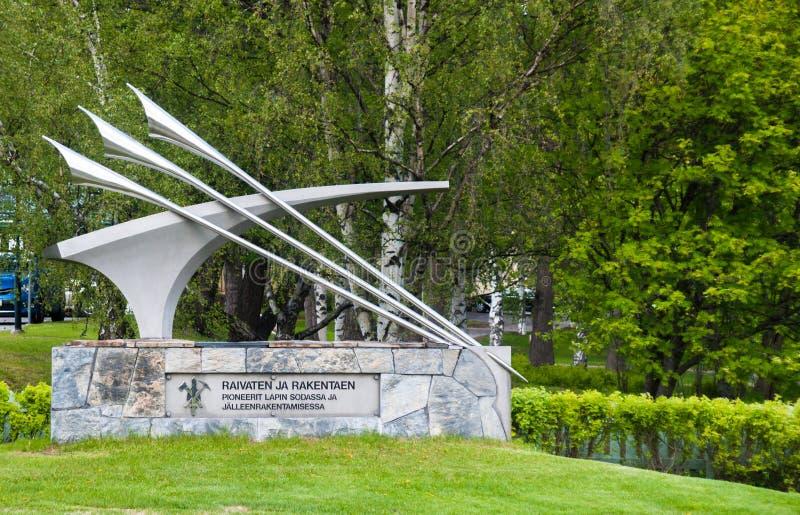 Rovaniemi Lapland, Finland, Juni 17, 2015: Monument till soldater av kriget och återställande av Lapland royaltyfri foto