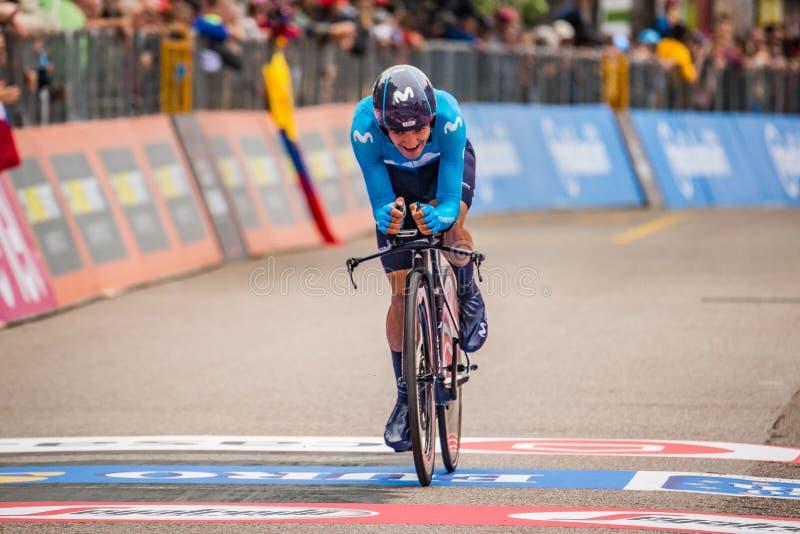 Rovereto, Italia 22 de mayo de 2018: Ciclista profesional en la meta de la etapa de ensayo del tiempo de Trento a Rovereto imagenes de archivo