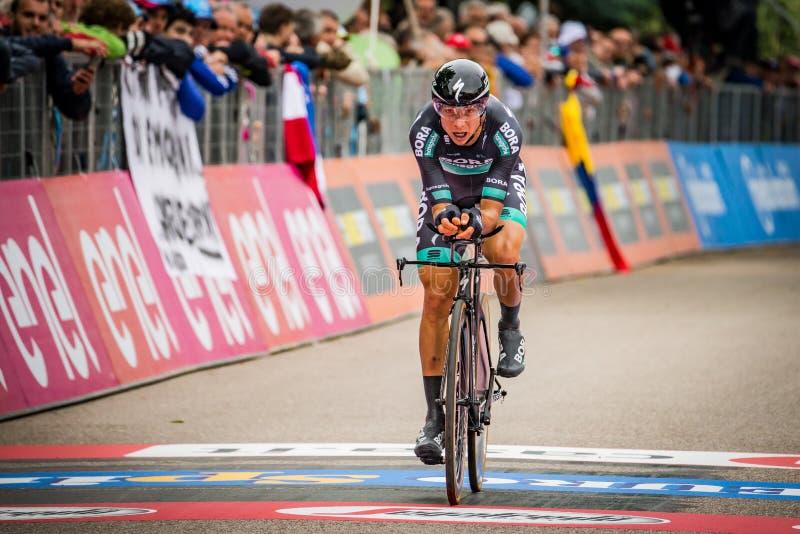 Rovereto, Italien am 22. Mai 2018: Davide Formolo, Bora Hansgrohe Team, auf der Ziellinie des Zeitfahrenstadiums stockbilder