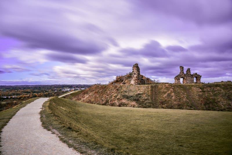Rovina del castello medioevale del sandalo immagini stock libere da diritti