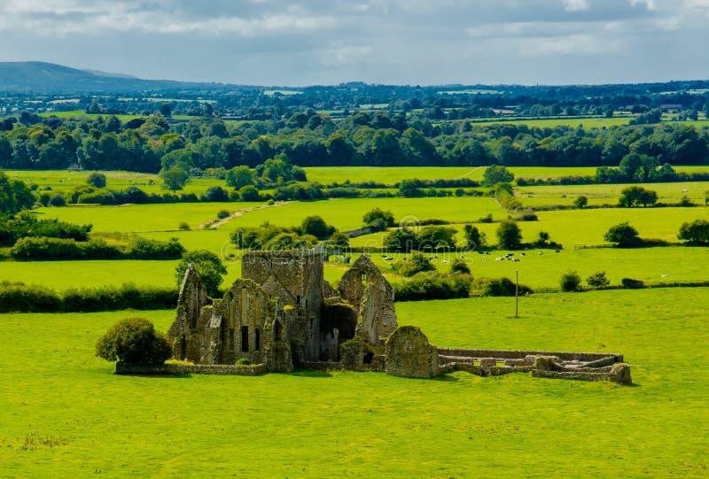 Rovina del castello nel paesaggio di Tipperary in Irlanda fotografie stock