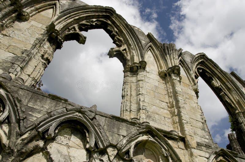 Rovina dell'abbazia di St Mary, vista di vecchia parete a York, Inghilterra, Regno Unito fotografia stock libera da diritti