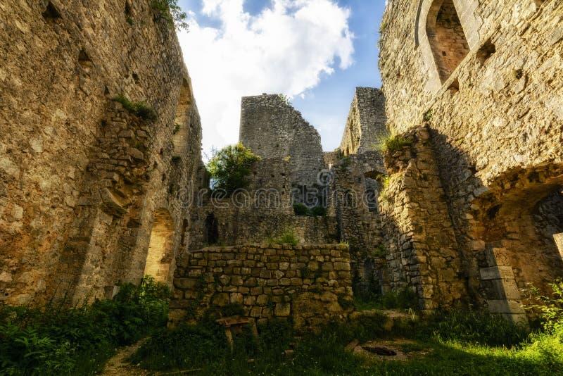Rovina di un castello medievale immagini stock