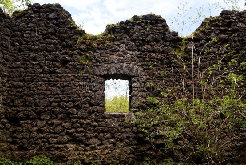 Rovina medievale di un castello immagine stock