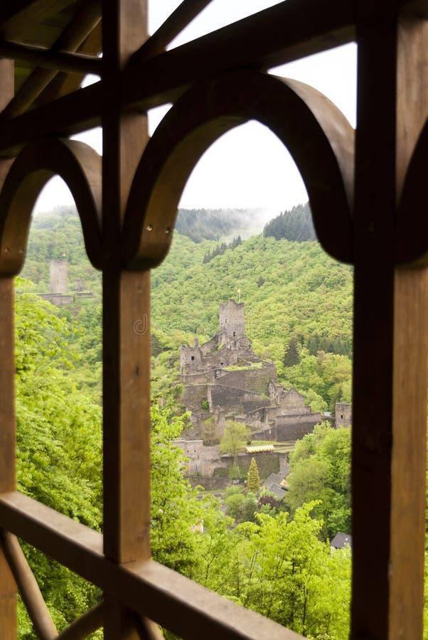 Rovina medievale di un castello immagini stock libere da diritti